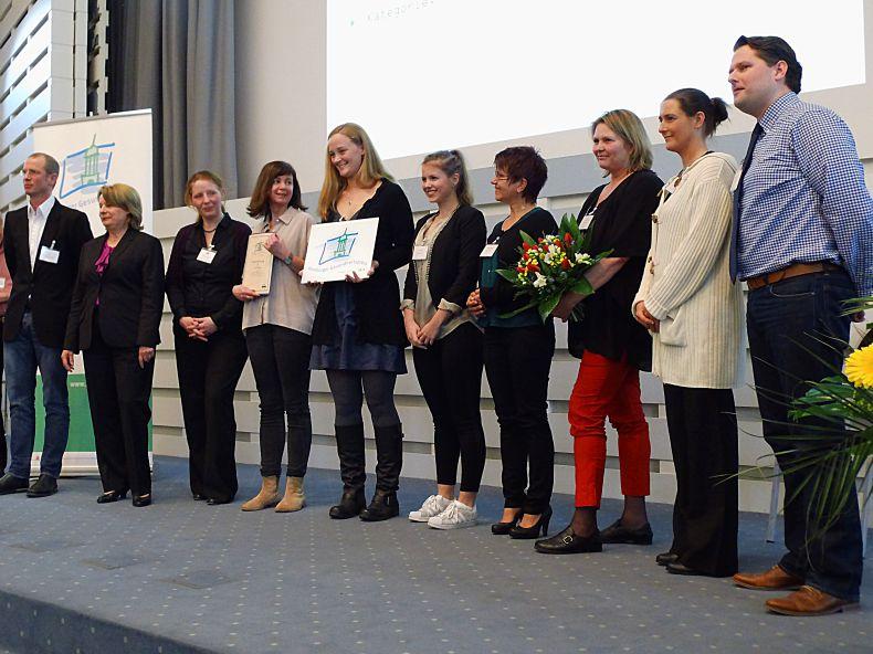 """Verleihung des """"Hamburger Gesundheitspreis"""" an das Leitungsteam vom Pflegedienst Hilfe Daheim für das betriebliche Gesundheitskonzept."""