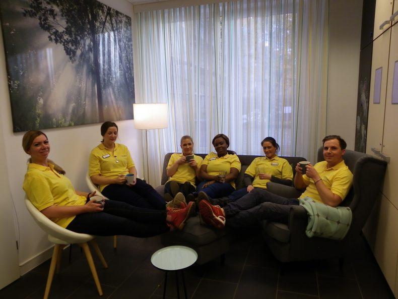 Die Hilfe Daheim Lounge: dieser Raum gehört den Mitarbeitern. Foto: Anna Gatz