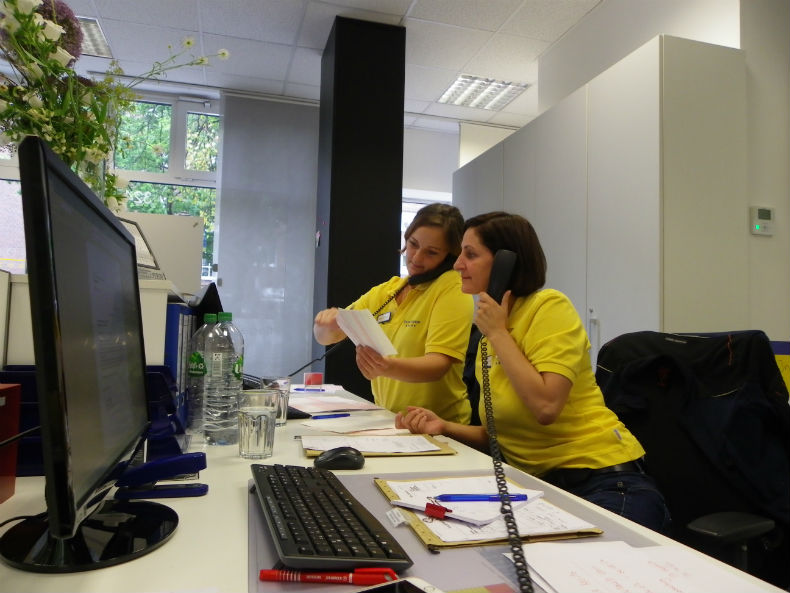 Frau Knötzel und Frau Wendt kümmern sich im Büro um die Anliegen der Kunden. Foto: Anna Gatz