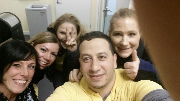 Jasmin (1. v.r.) mit ihren Kollegen bei Hilfe Daheim. Foto: K. Elharchi