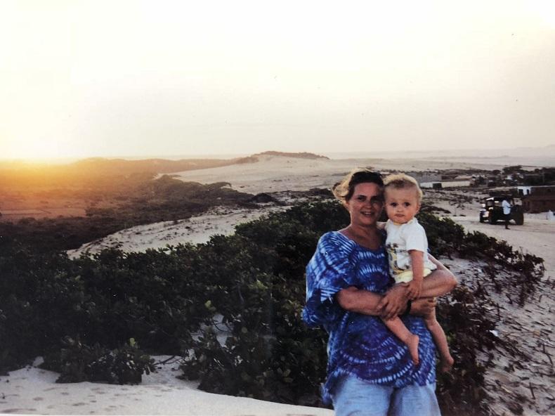 Carola mit ihrer Tochter in Brasilien.