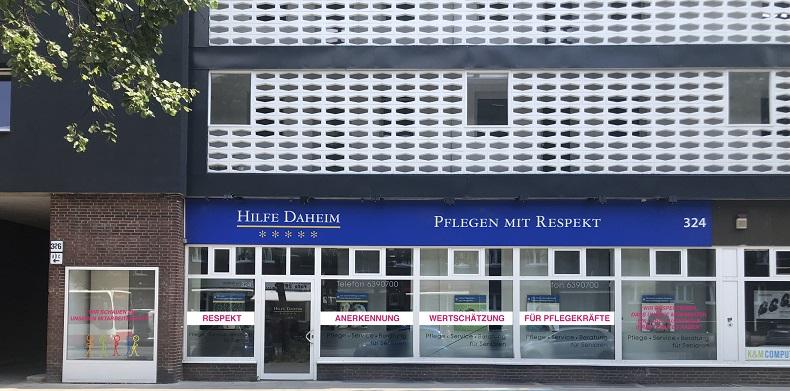 Die Außenfront unseres Büros zeigt die Kernsätze von Hilfe Daheim. Foto: Hilfe Daheim