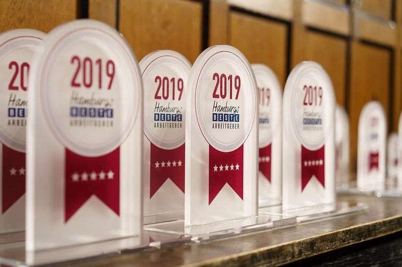 """"""" Hamburgs beste Arbeitgeber 2019 """" werden von den Mitarbeitern ausgezeichnet: 5 Sterne für Hilfe Daheim. Foto: guidokollmeier.com"""