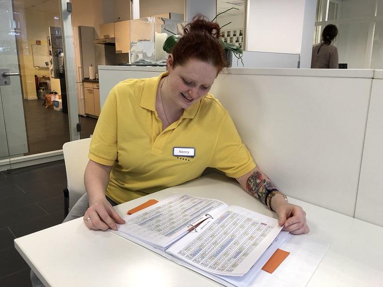 Nancy setzt ihre Ausbildung bei Hilfe Daheim nach einem Betriebswechsel fort. Foto: A. Gatz