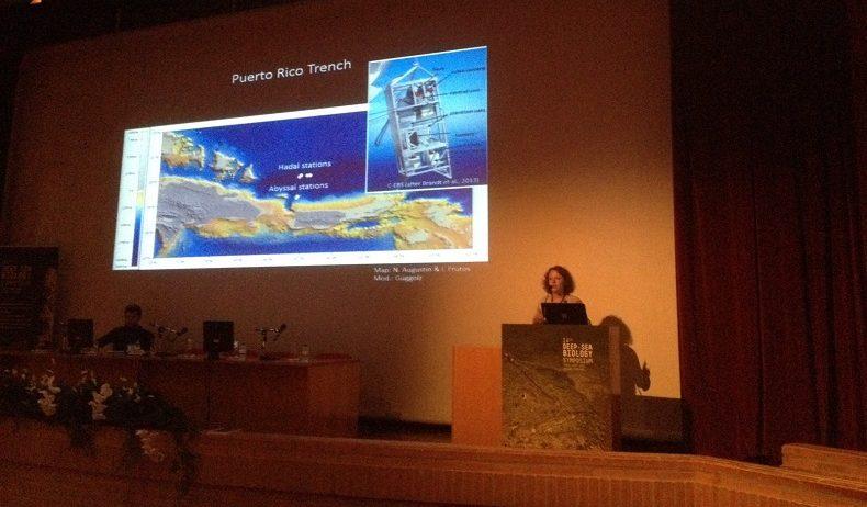 """Theresa bei einem Vortrag auf dem """"Deep-Sea Biology Symposium"""" in Aveiro, Portugal. Foto: S.Bober"""