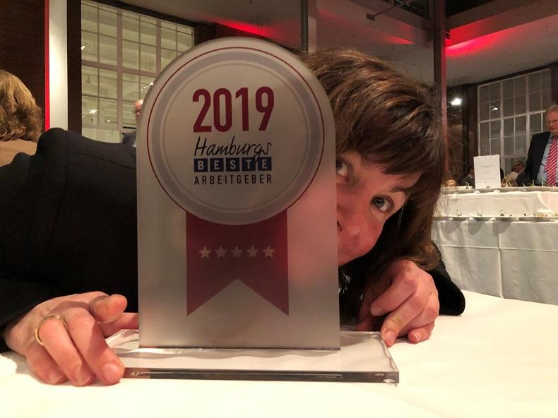 Die Geschäftsleitung von Hilfe Daheim freut sich über die gewonnene Auszeichnung. Foto: A. Gatz