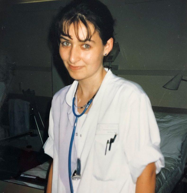 Anika von Hilfe Daheim 1998 als Krankenschwester im Albertinen-Krankenhaus. Foto: Hilfe Daheim