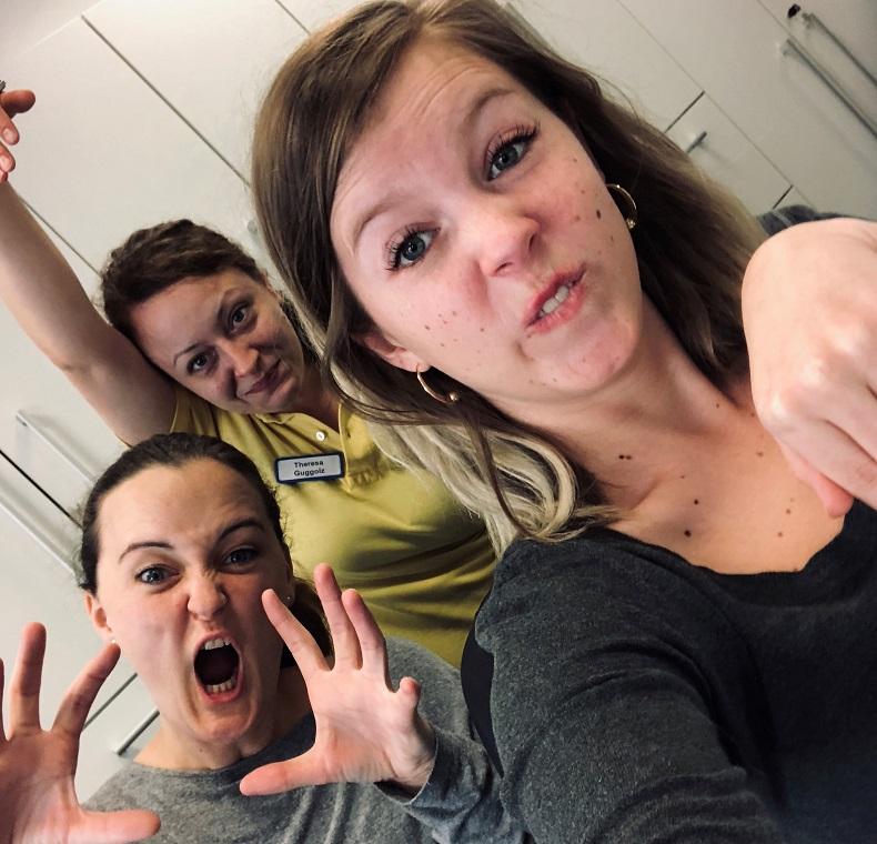 Hilfe-Daheim-Dream-Team im Bürodschungel: Antje, Theresa und Anna (v.l.n.r). Foto: A. Gatz