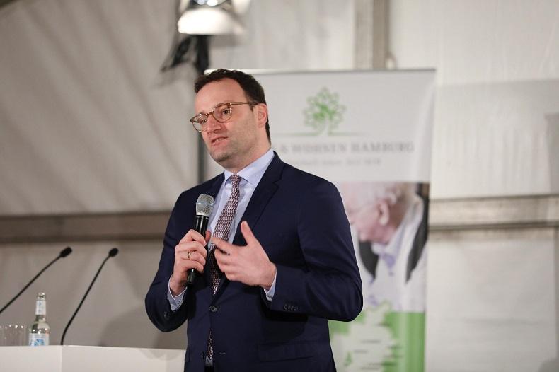 """Bonus für alle? - Herr Spahn bei der Veranstaltung """"Politik trifft Pflege"""". Foto: Peter Vogel, Hamburg"""