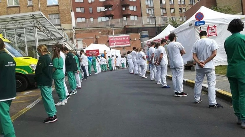 Belgische Pflegekräfte beim Empfang der Premierministerin: Kalte Schulter für neues Corona-Gesetz. Foto: https://peoplesdispatch.org/2020/05/19/following-outcry-belgian-minister-deletes-criticism-of-hospital-workers-protest/