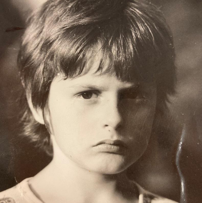 Eigener Kopf: Nicole als Kind mit kritischem Blick auf die Dinge.