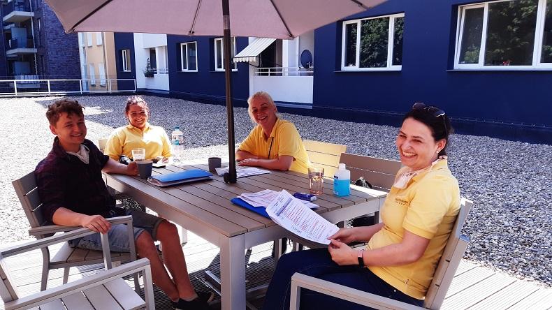 Fortbildung unter der Sonne - die neue Dachterrasse. Foto: N. Gatz